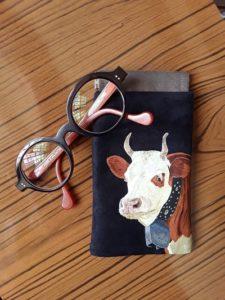 etui à lunettes vache peintre animalier