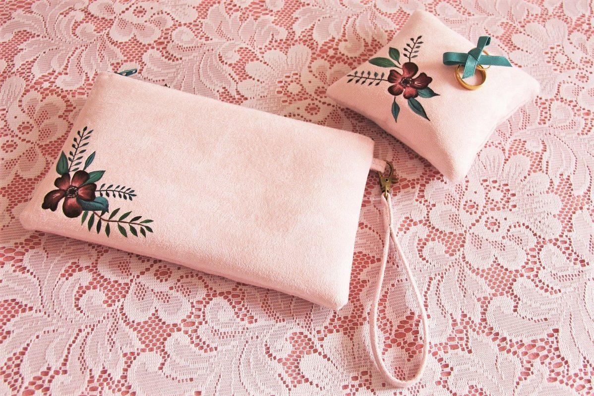 coussin alliances pochette personnalisé peint main suédine rose fleurs 1 la kitsch lorraine