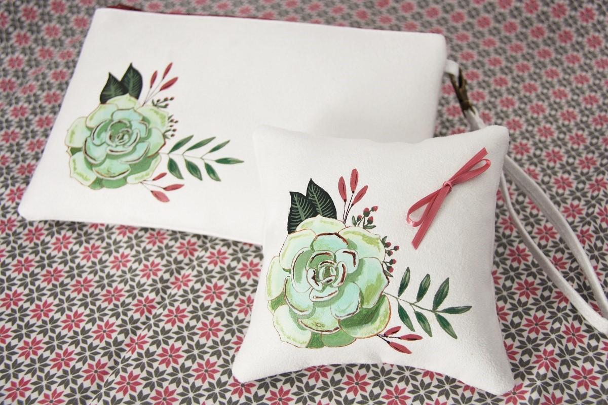 pochette coussin alliances personnalisés peint main suédine blanche succulente 1 la kitsch lorraine