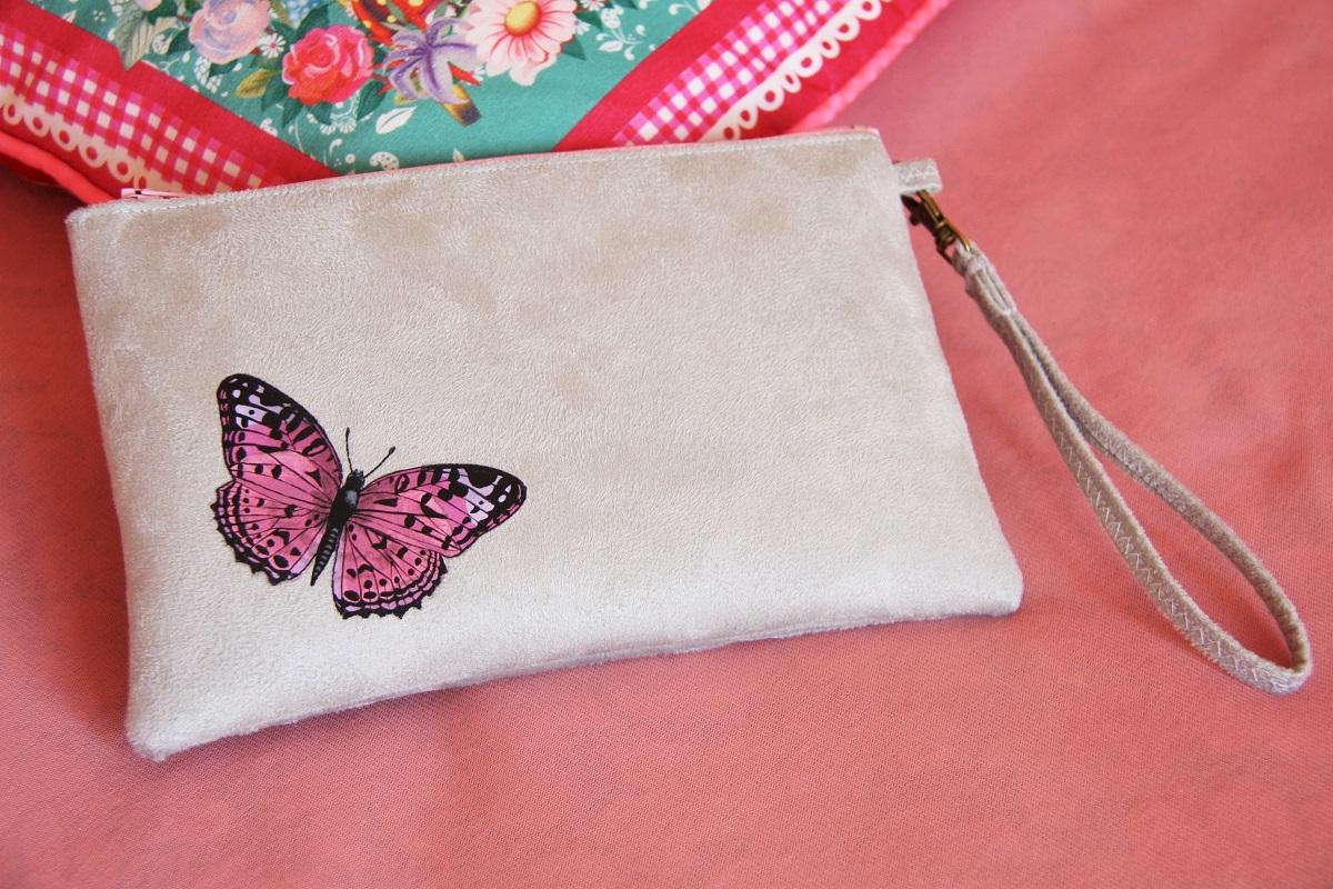 pochette personnalisée peint main suédine grise papillon rose la kitsch lorraine