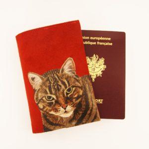 Etui passeport personnalisé peint main suédine rouge chat kitsch lorraine 2