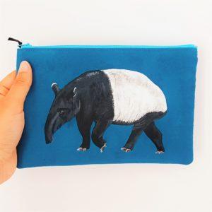 Pochette peint main suédine bleu Samir le tapir kitsch lorraine 6